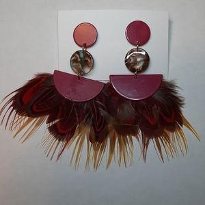 🔵4/$25🔵 Burgundy feather resin fan earrings